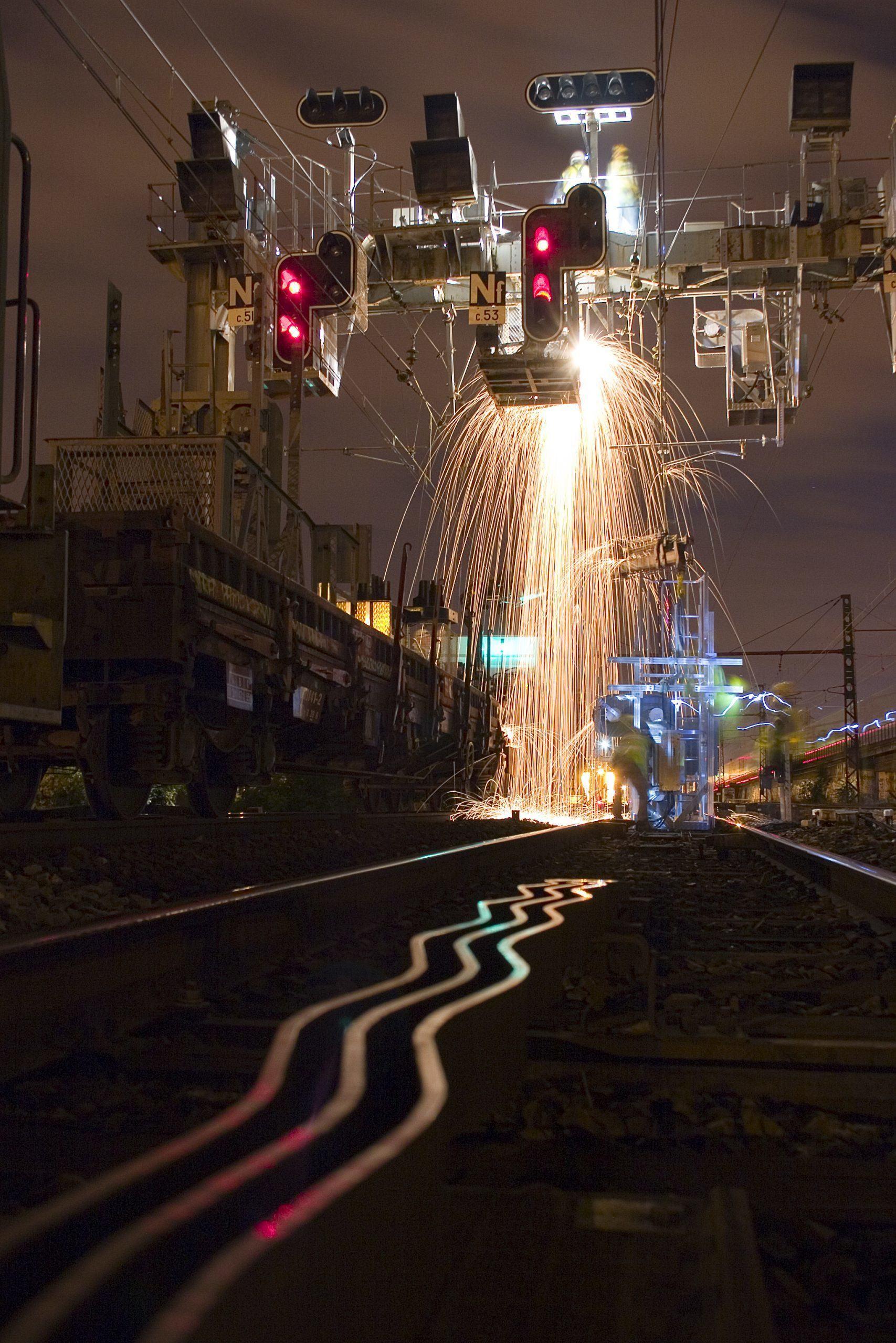 Extraordinaire photo de chantier de remplacement de nacelle par notre expert signalisation ferroviaire Olivier Chamouton